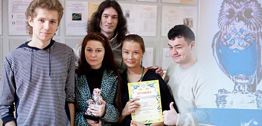 Серебряная сова «поселилась» в деканате факультета журналистики.