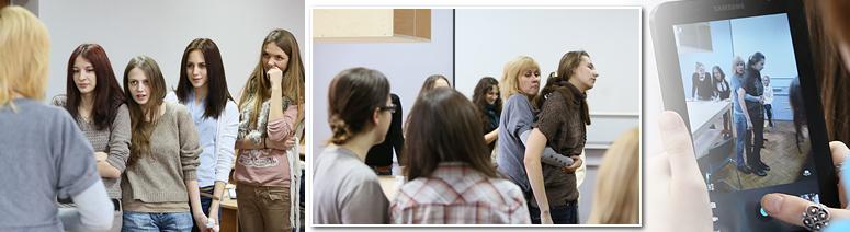 Первокурсницы в роли медсестер