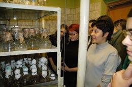 экскурсия студентов в лабораторию генетики